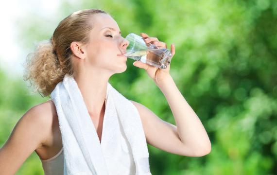 多喝水可降低糖尿病风险