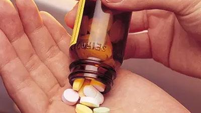 降糖药服用有讲究 犯懒躺着吃不可取