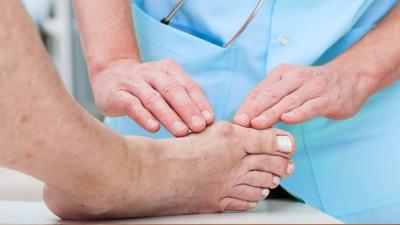 """糖尿病人留意:出现这些症状时,你可能即将""""烂脚""""!"""