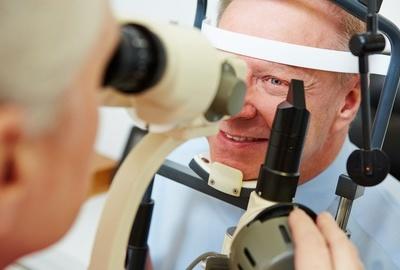 糖尿病人最好每年检查一次眼睛